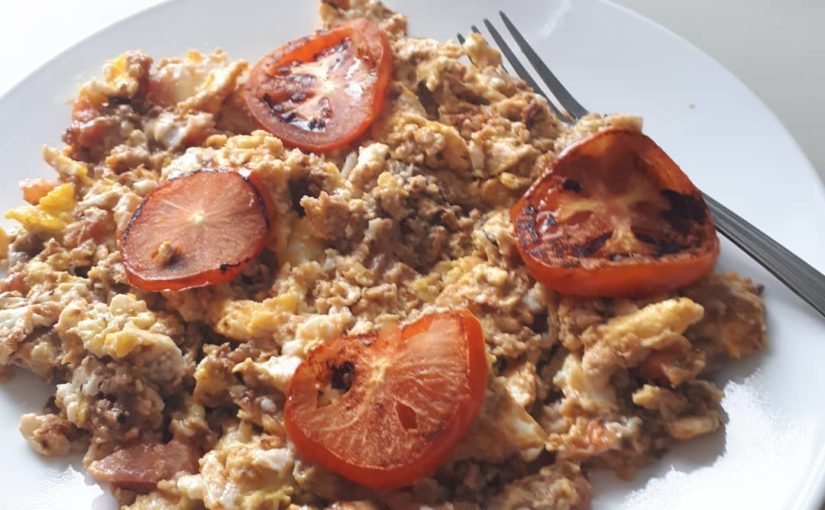Breaking fast with 6 eggs, onion, 1 tomato, 1 can of sardines, a little pepper (…
