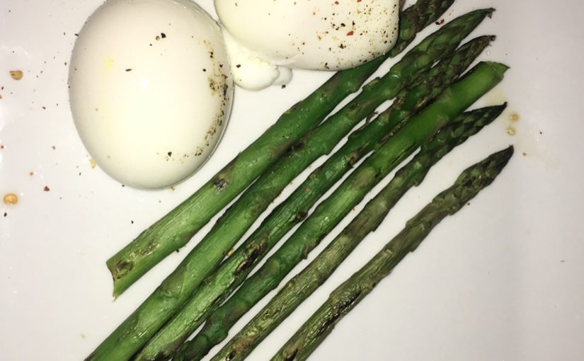 Sweetened egg + asparagus = best companions! Scroll for Chocolate Charge #leani …
