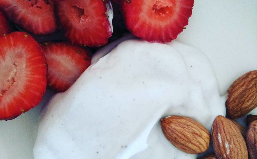 Breakfast entertainment 133 cals #Nudie #coconutyoghurt #almonds #strawberries #delicious …